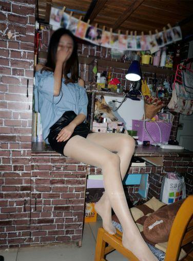 [妖精视觉]NO.111 小茶 包臀皮裙,肉丝袜![70P]