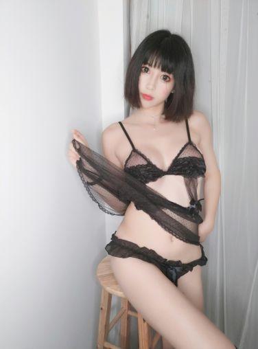 微博妹子小酥酱 - 白色T恤[27P]