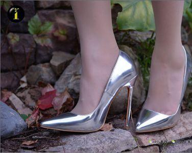 [IESS异思趣向] 普惠集 034 小捷 银色高跟鞋[60P]