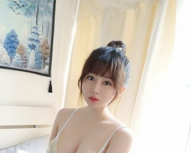 蜜桃少女是依酱呀 - 蕾丝内衣[24P]