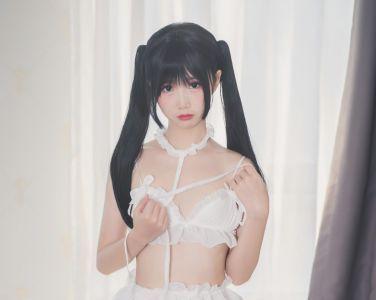 [Cosplay]面饼仙儿 – 脑内少女 白内衣[17P]