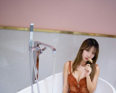 人气Coser黑川 - 年上彼女 橙色泳衣[22P]
