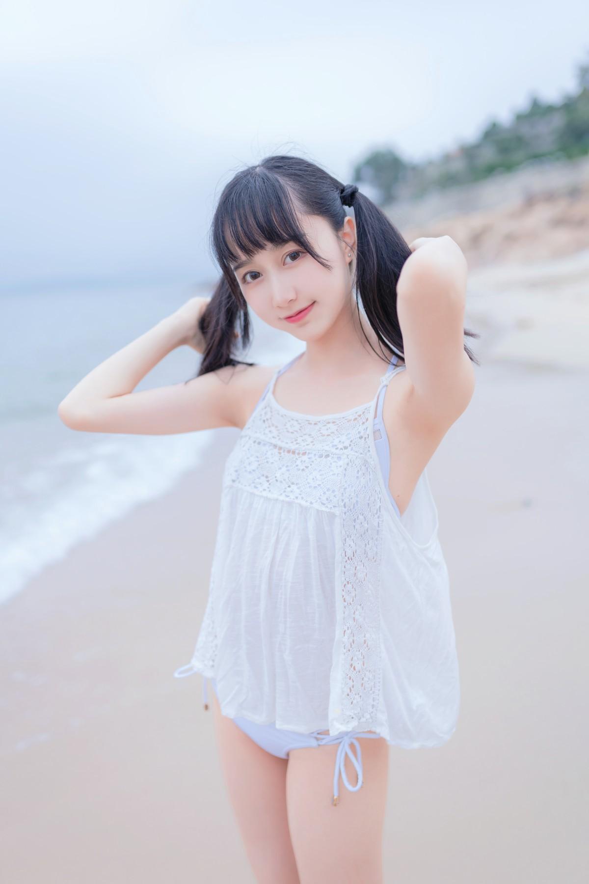 萌系小姐姐木绵绵OwO 海边白色比基尼[30P] 其他套图 第2张