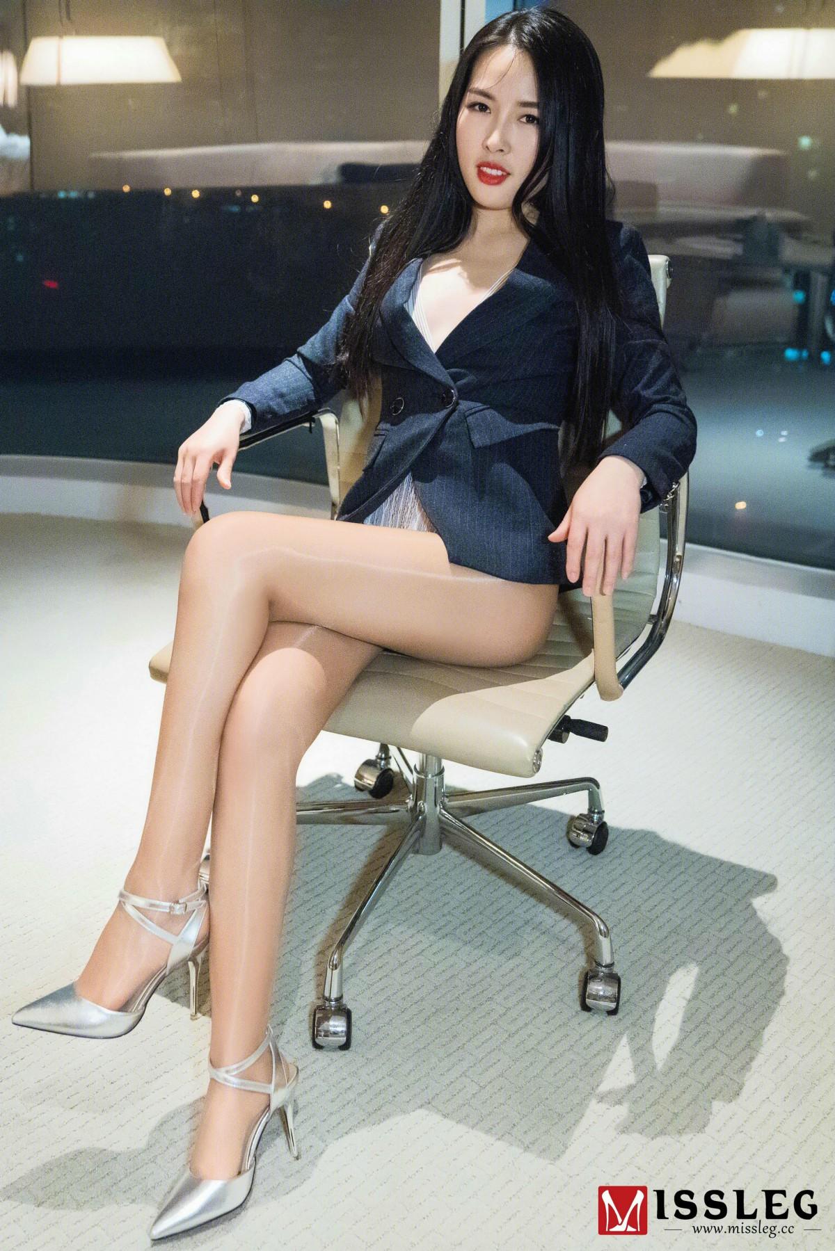 [MISSLEG蜜丝]蜜丝钻石室内N系列 N017 晨雨&琪琪 《压制》[41P] 蜜丝 第1张