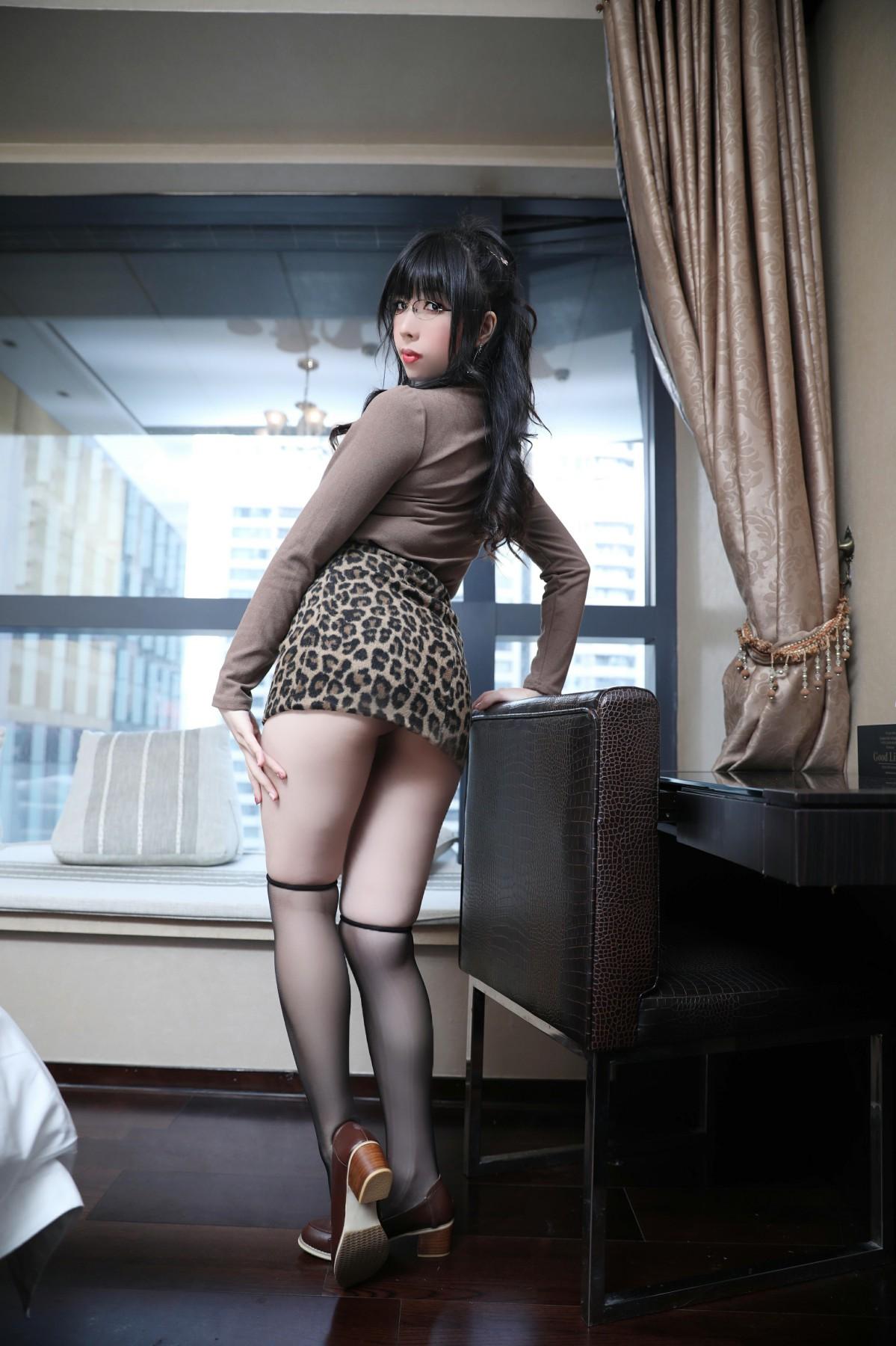 巨乳美女鹿野希 - 豹纹蕾丝-第4张图片-福利社