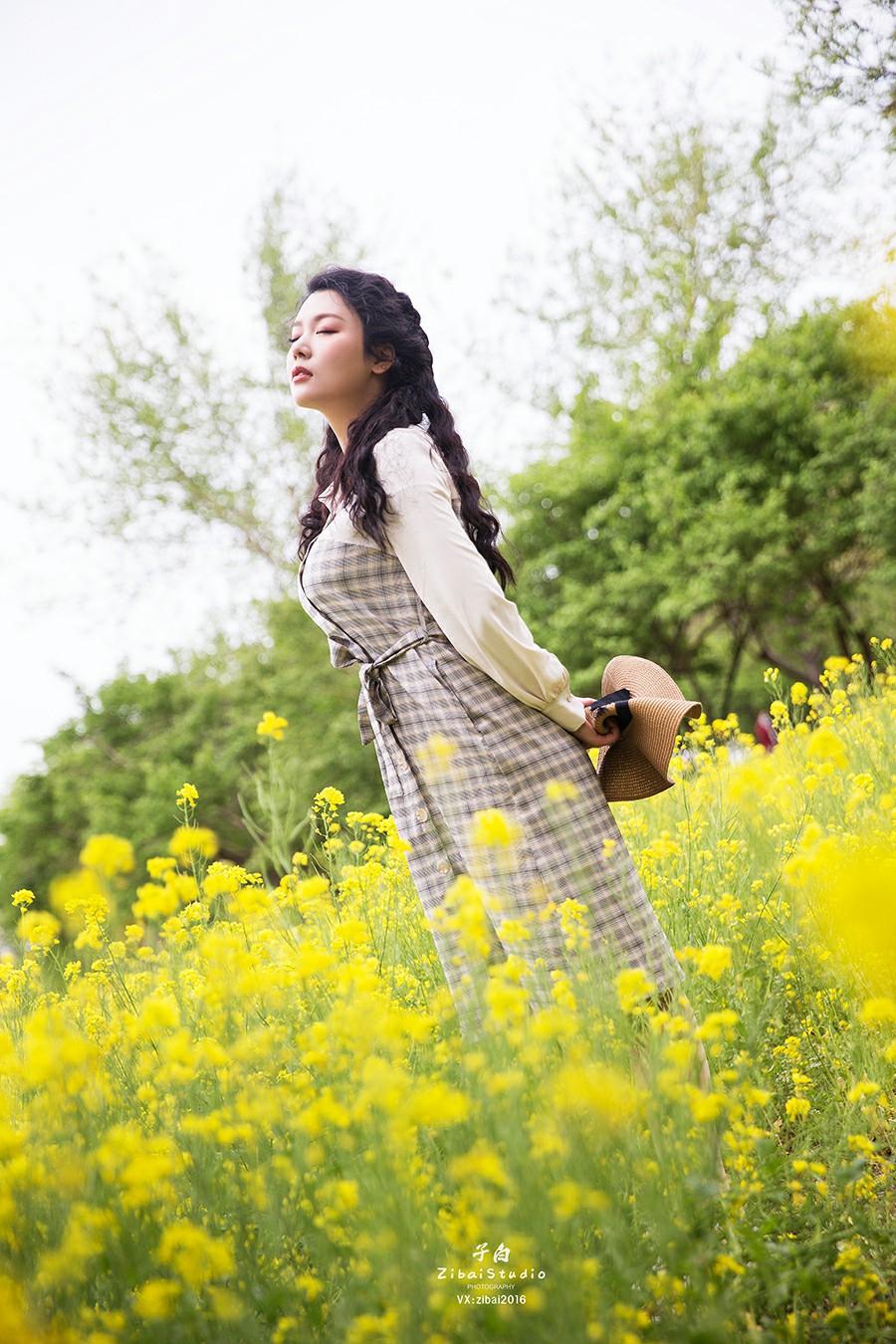 [TouTiao头条女神]2020.04.20 钟晴 油菜花的晴天[9P] 头条女神 第1张