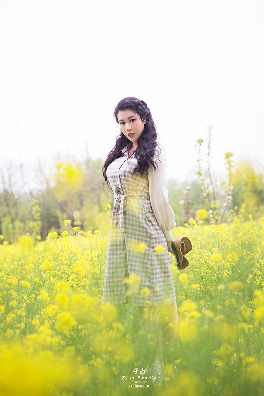 [TouTiao头条女神]2020.04.20 钟晴 油菜花的晴天[9P] 头条女神 第3张