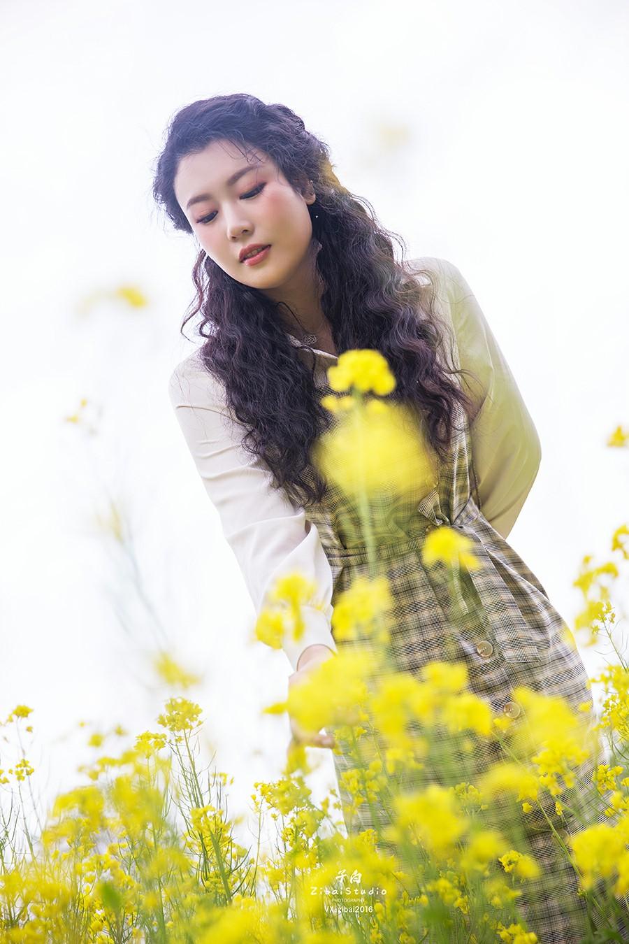 [TouTiao头条女神]2020.04.20 钟晴 油菜花的晴天[9P] 头条女神 第4张
