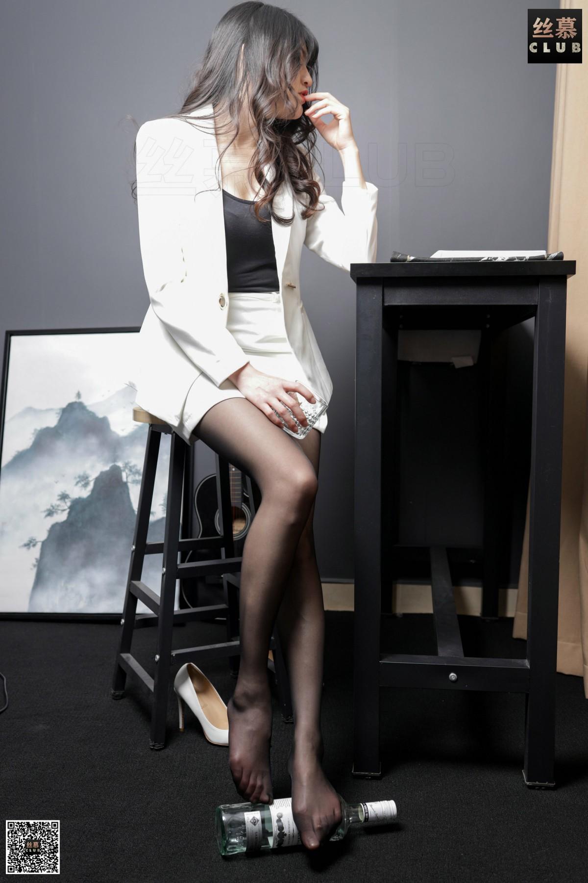 丝慕写真 花姐 - 白领的品酒体验 第1张