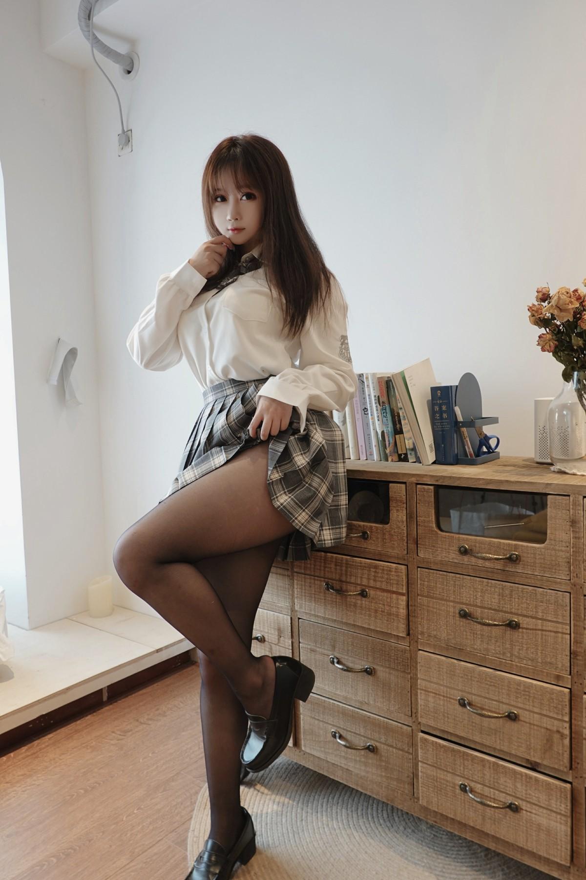 蜜桃少女 是依酱吖 - jk制服 第4张