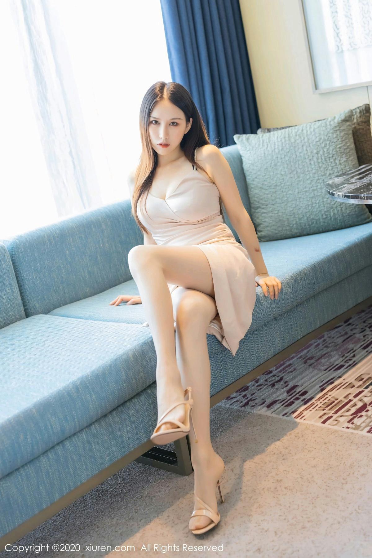 [XiuRen秀人网] 2020.08.31 No.2505 月音瞳 极致丝袜美腿 第2张