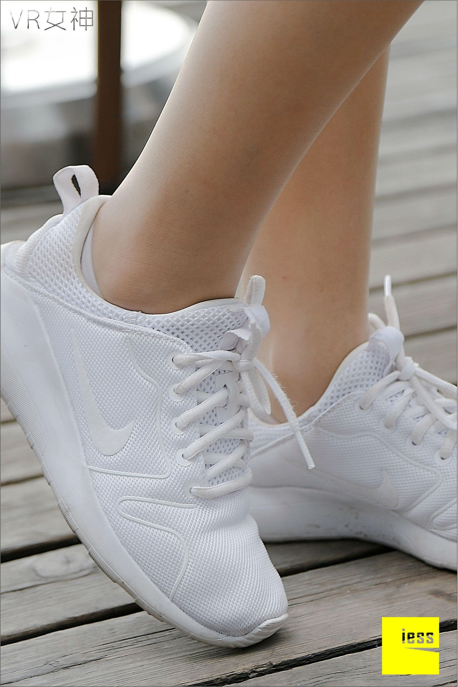 [异思趣向] 女主播SASA 白球鞋的丝足梦游[95P] 异思趣向 第1张