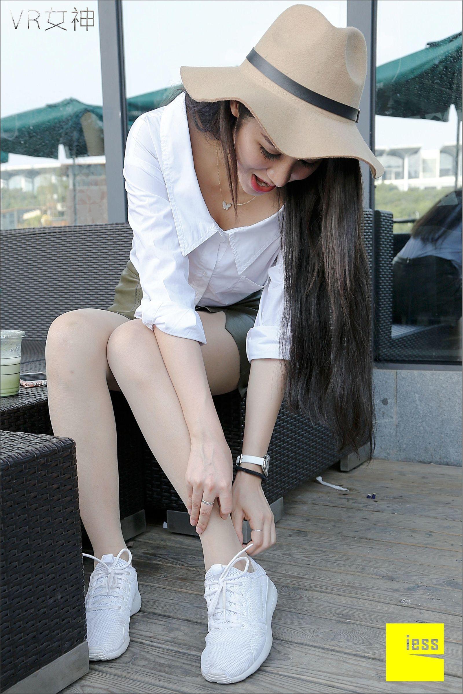 [异思趣向] 女主播SASA 白球鞋的丝足梦游[95P] 异思趣向 第3张