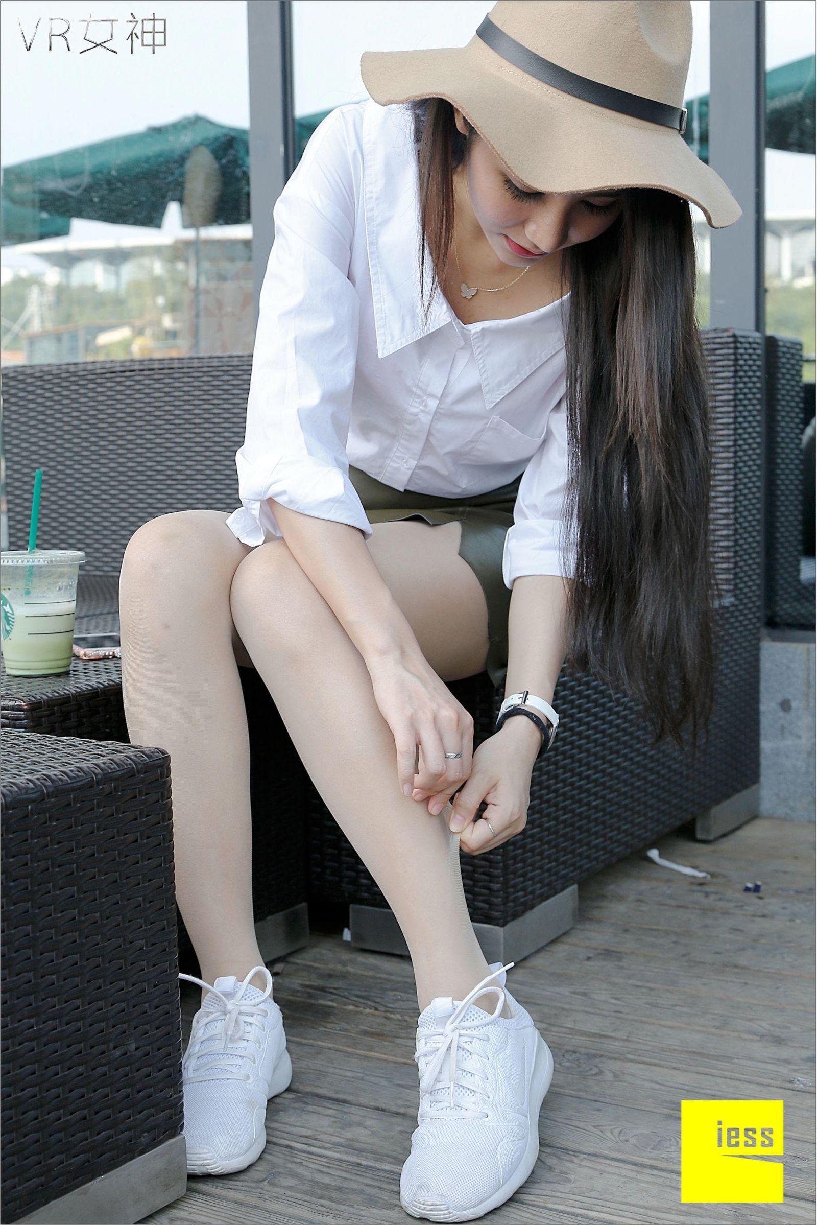 [异思趣向] 女主播SASA 白球鞋的丝足梦游[95P] 异思趣向 第4张