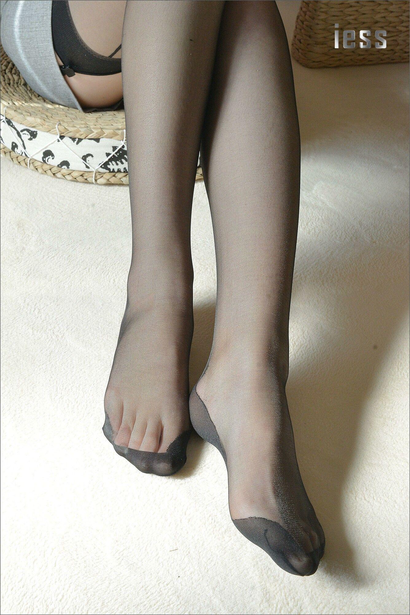 [异思趣向] 温暖的黑丝吊带袜[99P] 异思趣向 第4张